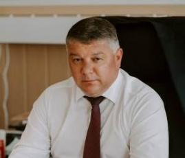 Глава района Виталий Матвеев поздравляет работников налоговых органов