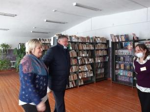 В рамках графика поездок по району глава ВМР Виталий Матвеев посетил Куриловское муниципальное образование