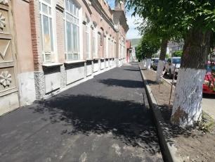 Отремонтировали тротуар на улице Чернышевского в Вольске