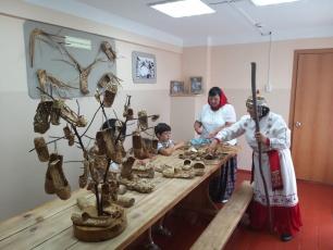 «Музей лаптя» села Калмантай посетили туристы из Саратова