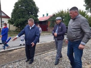Николай Панков обсудил с вольчанами качество ремонта тротуаров