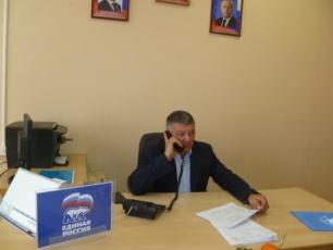 Глава Вольского района Виталий Матвеев провел по телефону прием граждан