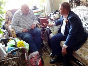 Николай Панков посетил и поздравил вольчанина – участника Великой Отечественной войны